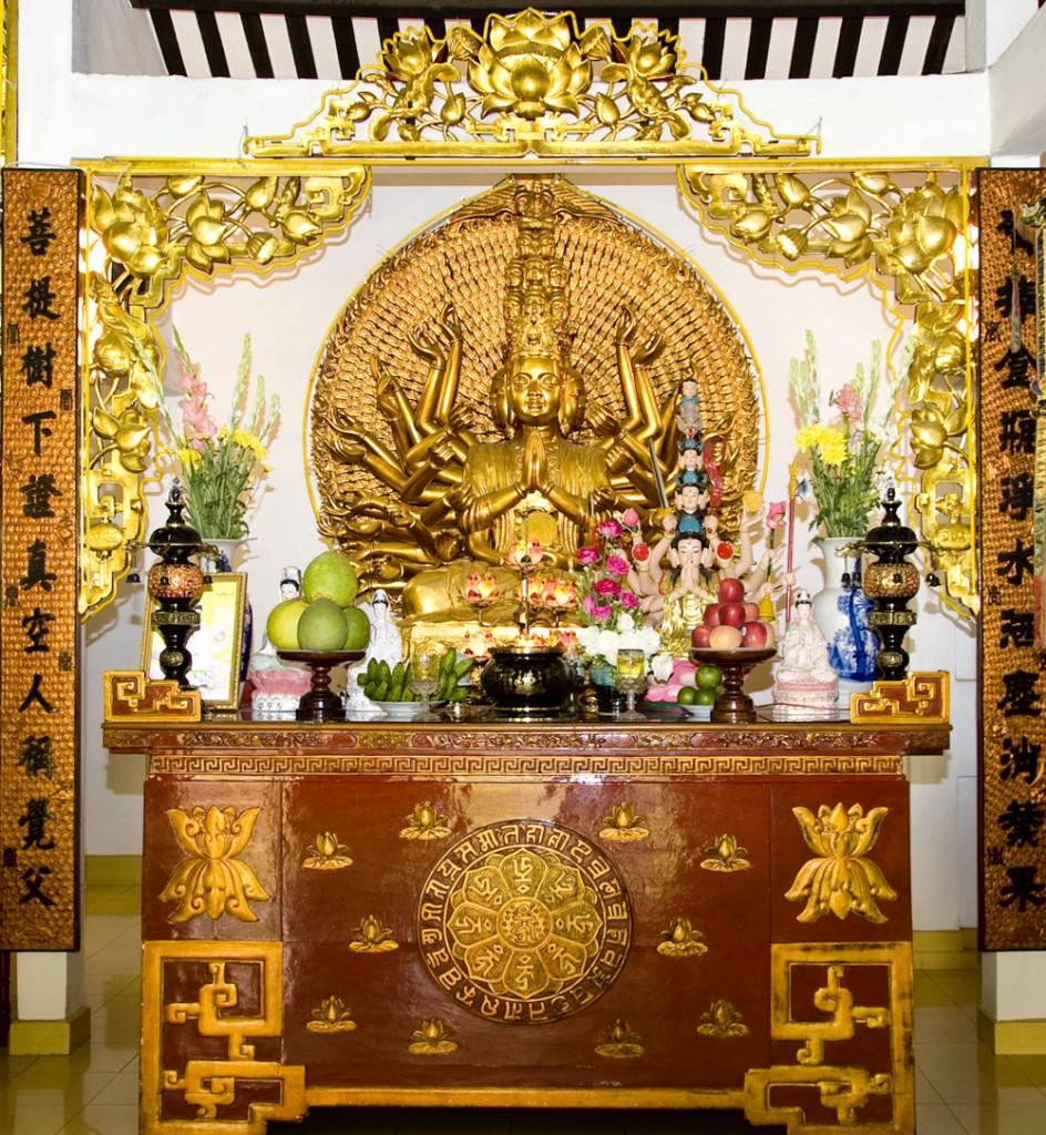 Bàn thờ Quan Âm Bồ Tát